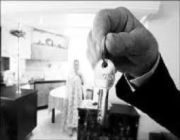 حق انتخاب مسکن و محل زندگی با کدام یک از زوجین است؟